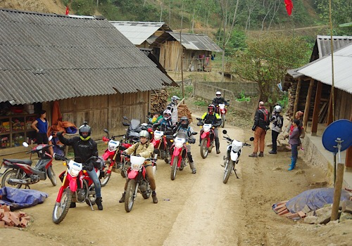 10 Days Motorbike Tour From Vietnam To Laos - Cross-border tour Vietnam - Laos (2)